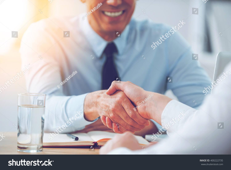 商談成立の握手